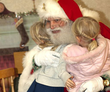 santa loves hugs